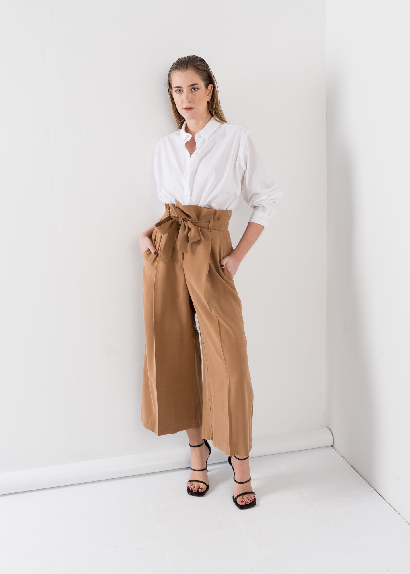 LOOSE-FITTING TROUSERS WITH TIE WAIST
